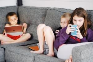 kids using internet